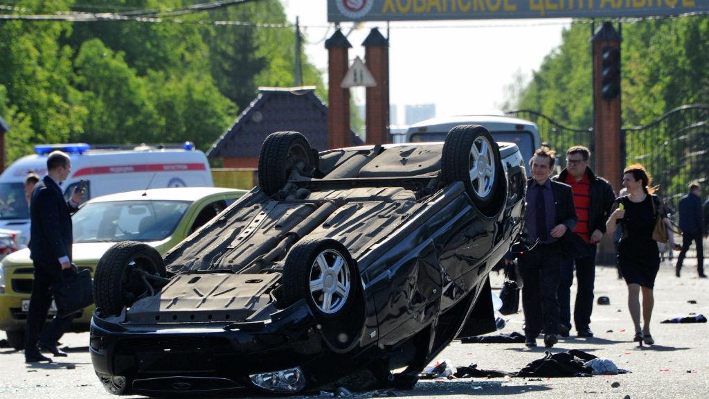 A car overturned at the Khovanskoye cemetery in Moscow after the brawl. (EPA/Vladimir Velengurin/via AAP)