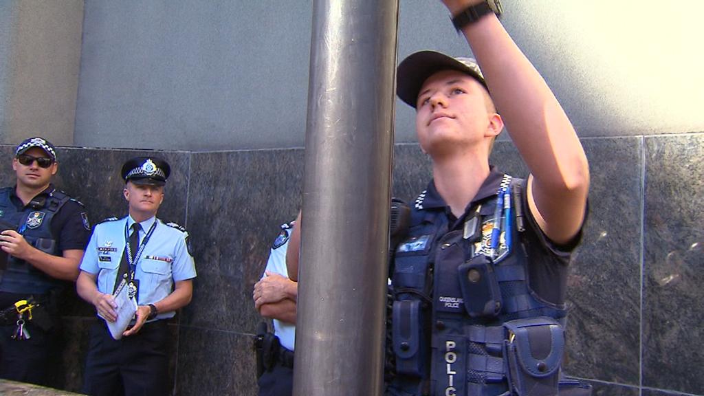 Constable Mairead Devlin raising the flag. (9NEWS)