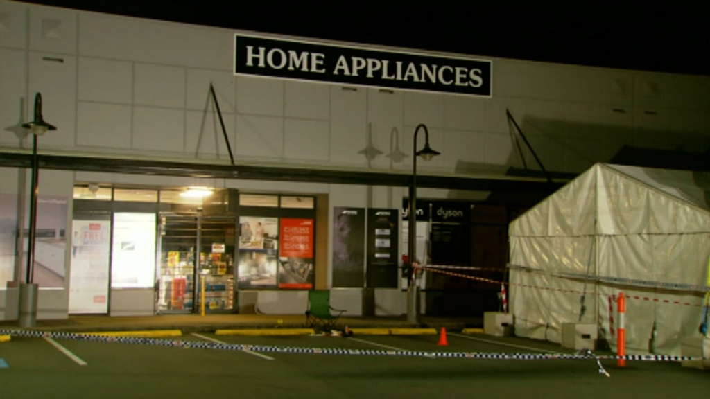 Police were called to the scene just after 1am. (9NEWS)