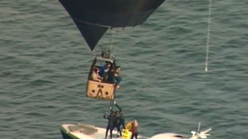 A coast guard rescue boat rescued passengers while the balloon hovered above. (Supplied)