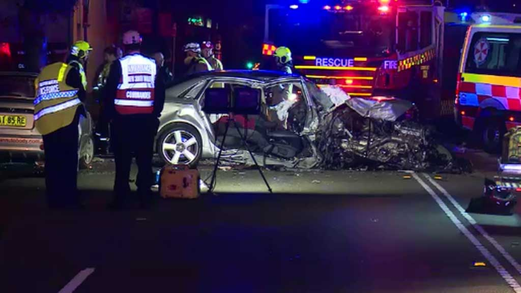 Man trapped after crashing car into tree in Sydney's North Shore
