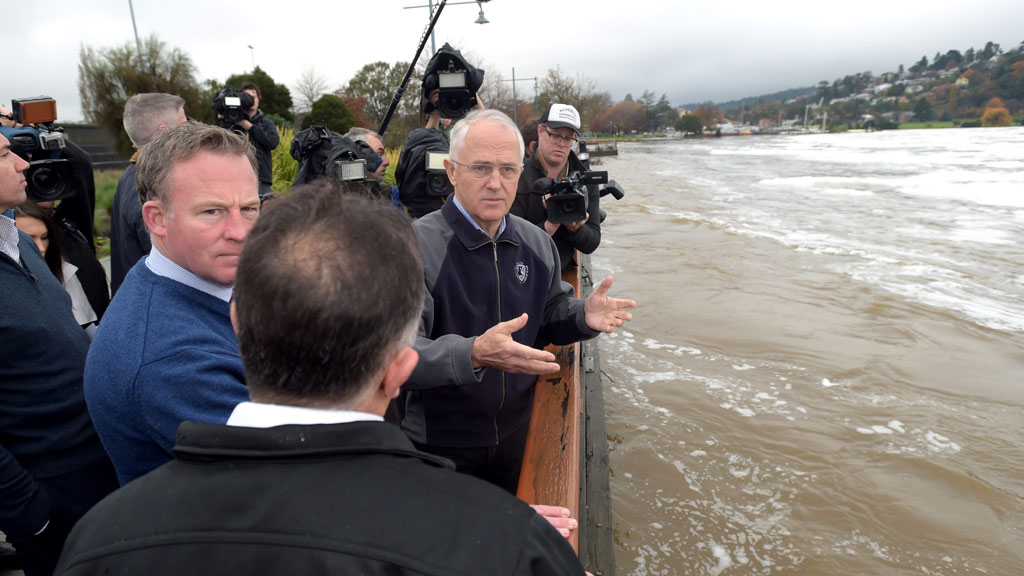 Prime Minister Malcolm Turnbull and Tasmanian Premier Will Hodgman (left) and local MP Andrew Nikolic visit the Launceston levee in Launceston. (AAP)