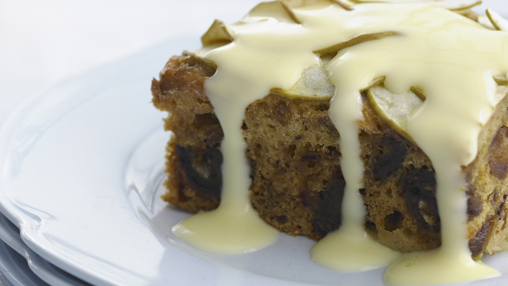 Date and apple pudding