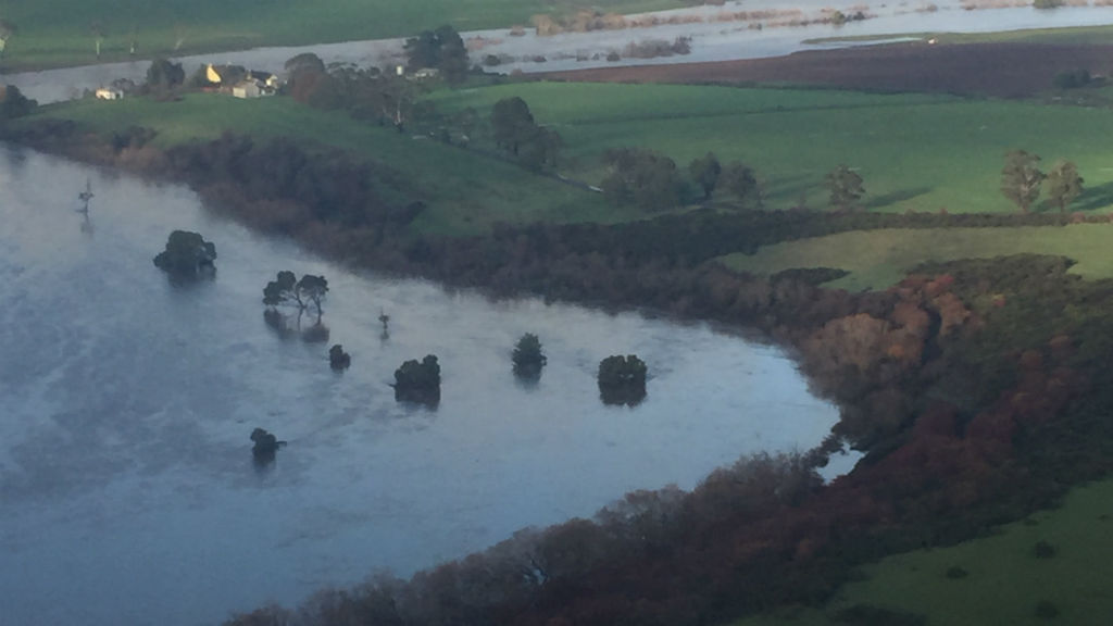 Police recover body near Launceston believed to be man missing in Tasmania floods