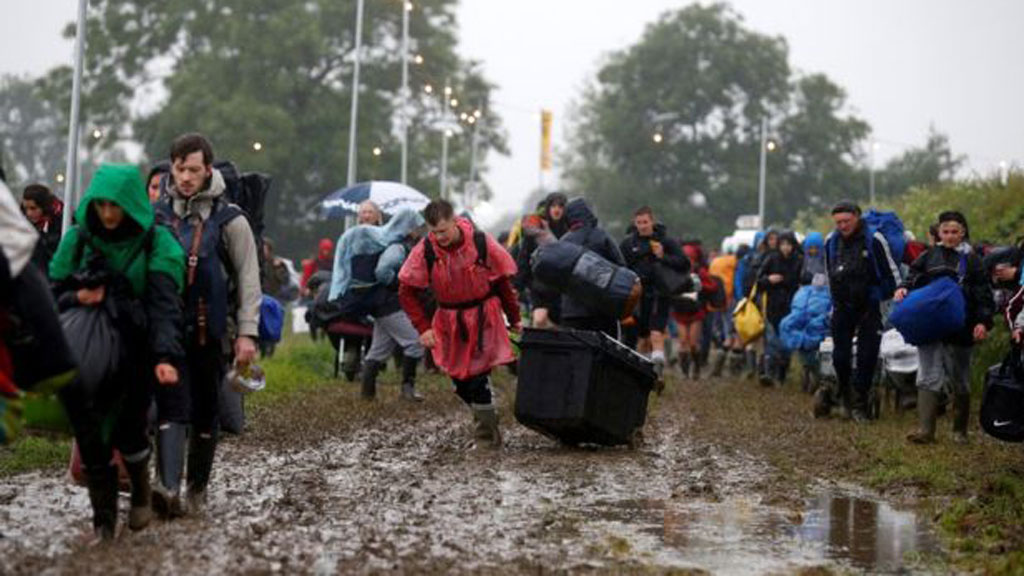 Glastonbury festival-goers face 'extreme' traffic chaos