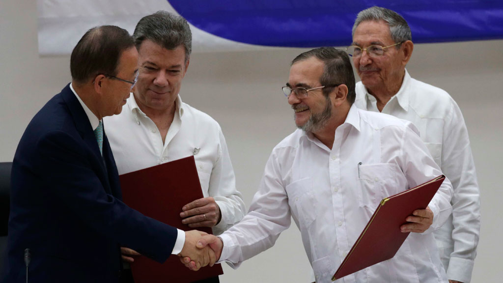 Commander of the Revolutionary Armed Forces of Colombia or FARC, Rodrigo Londono, better known as Timochenko or Timoleon Jimenez, second right, shakes hands with U.N. Secretary General Ban Ki-moon. (AAP)
