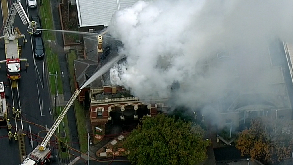 Up to 50 fire fighters have struggled to contain a blaze at heritage-listed building in Melbourne. (9NEWS)