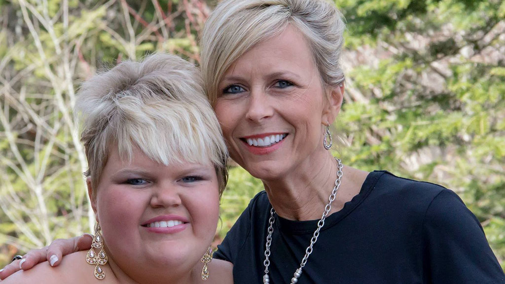 US teen with terminal cancer throws party to celebrate her life