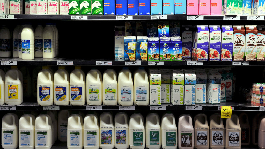 Victorian dairy farmers 'gutted' over new milk price