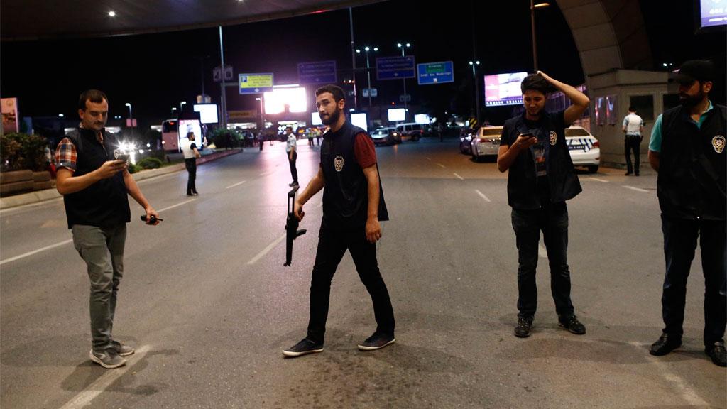 Turkish police block the road. (AAP)