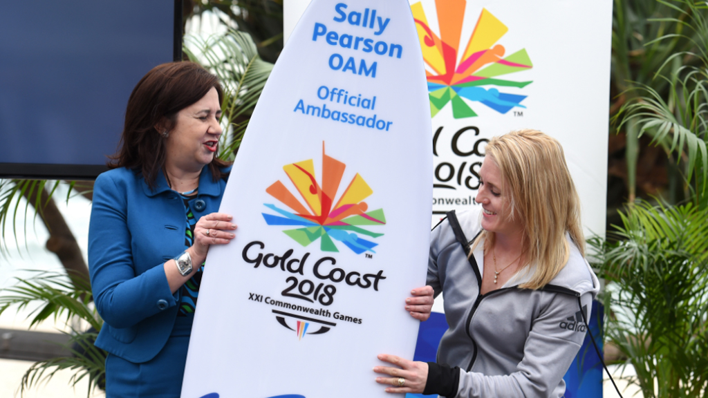 Queensland Premier Annastacia Palaszczuk and Sally Pearson. (AAP)