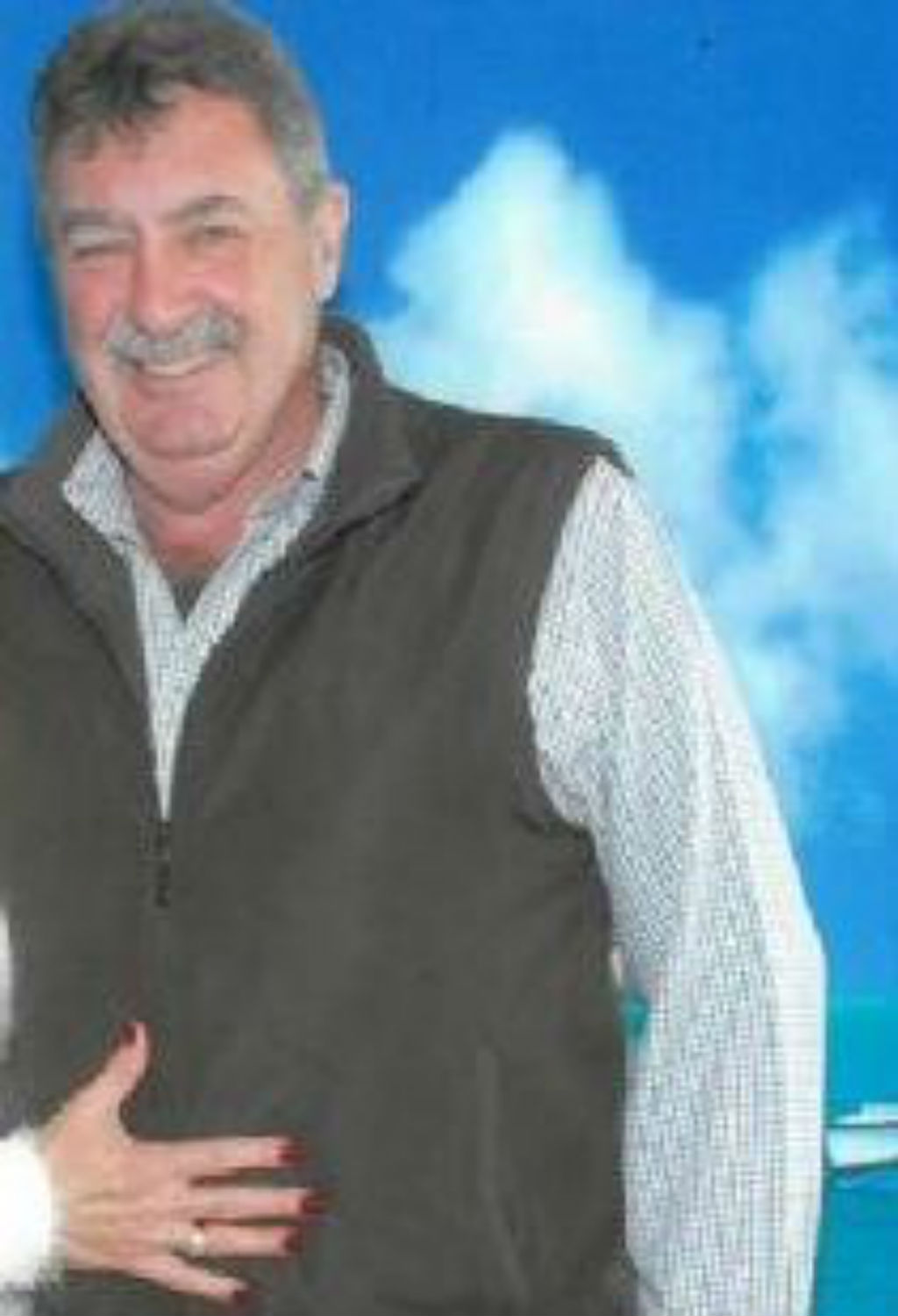 Mr Robson was last seen wearing a long-sleeved pale blue checked shirt, brown vest, blue jeans and brown shoes. (QLD Police)