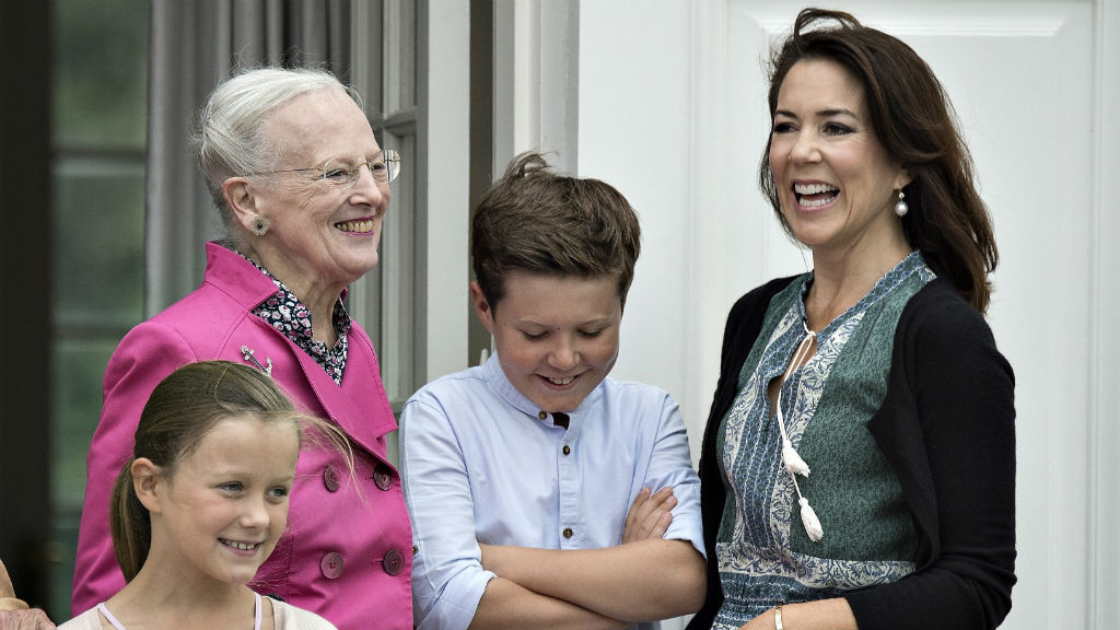 Princess Mary appeared at ease and smiled happily through the snaps. (AAP)