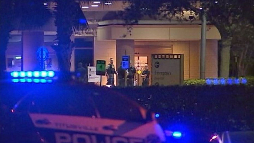 Gunman kills two in Florida hospital