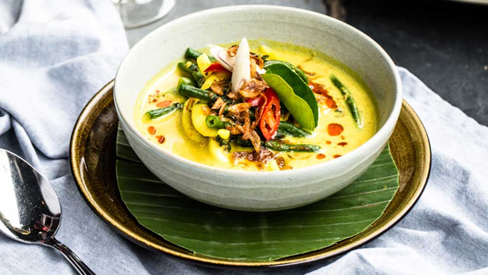 Bali Kenus yellow curry seafood soup