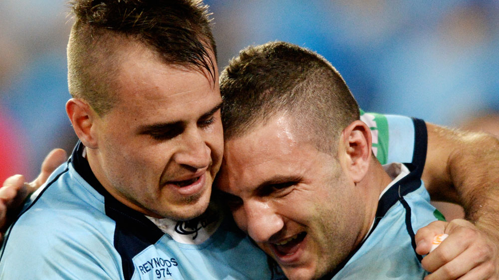 Josh Reynolds, left, and Robbie Farah embrace (AAP)