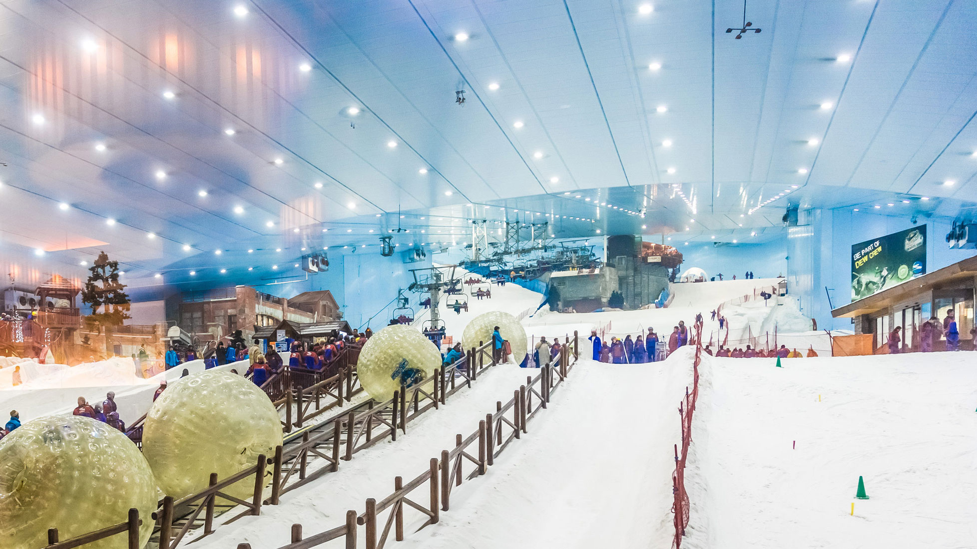 Exploring The Worlds Largest Snow Park And Its Bizarrely Found In Dubai