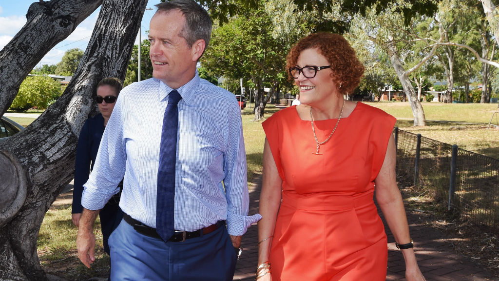 ALP's Cathy O'Toole with Opposition Leader Bill Shorten during the campaign. (AAP)
