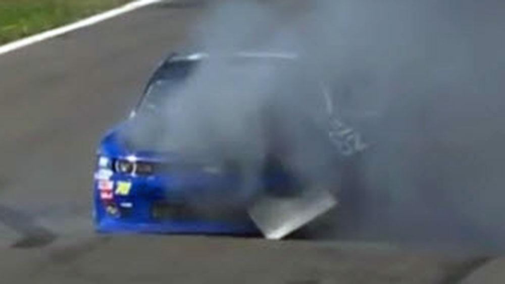 Motorsport: NASCAR car spontaneously explodes during race