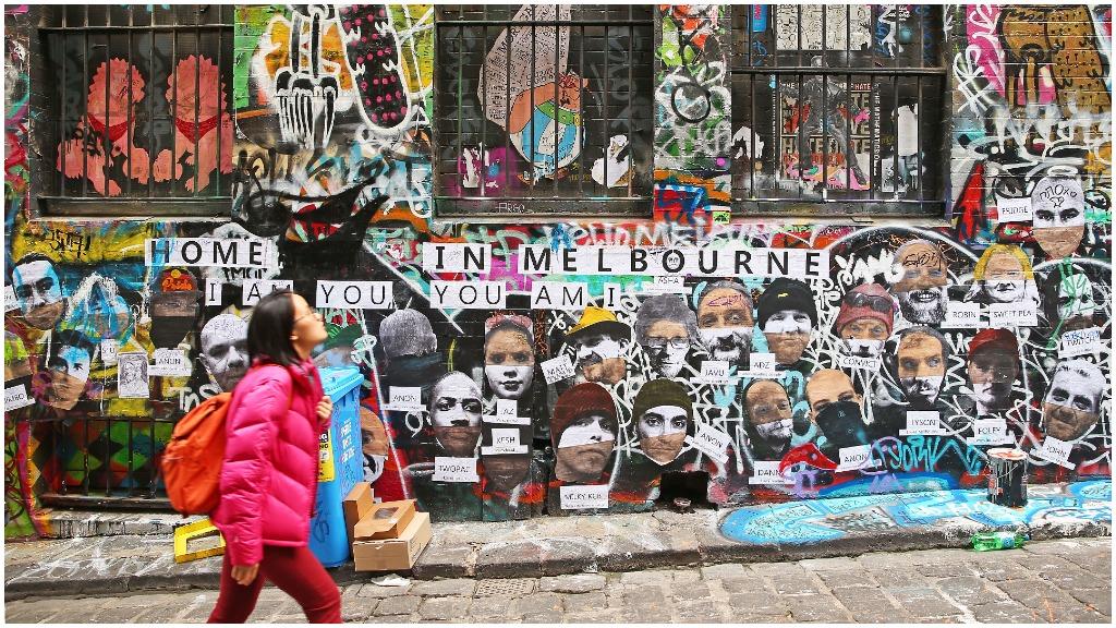 Melbourne's iconic Hosier Lane descending into crime hotspot