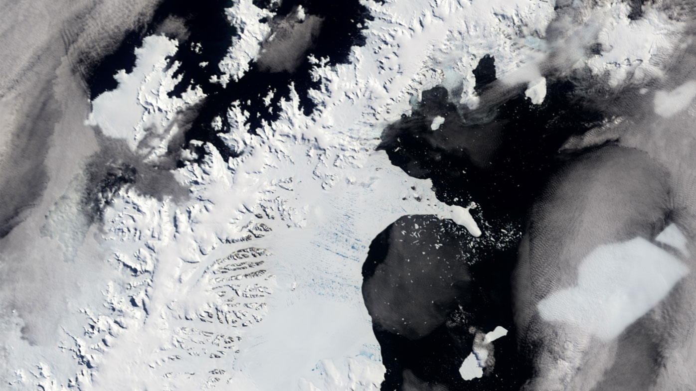 Scientists fear for deepening crack on Antarctic ice shelf the size of Scotland