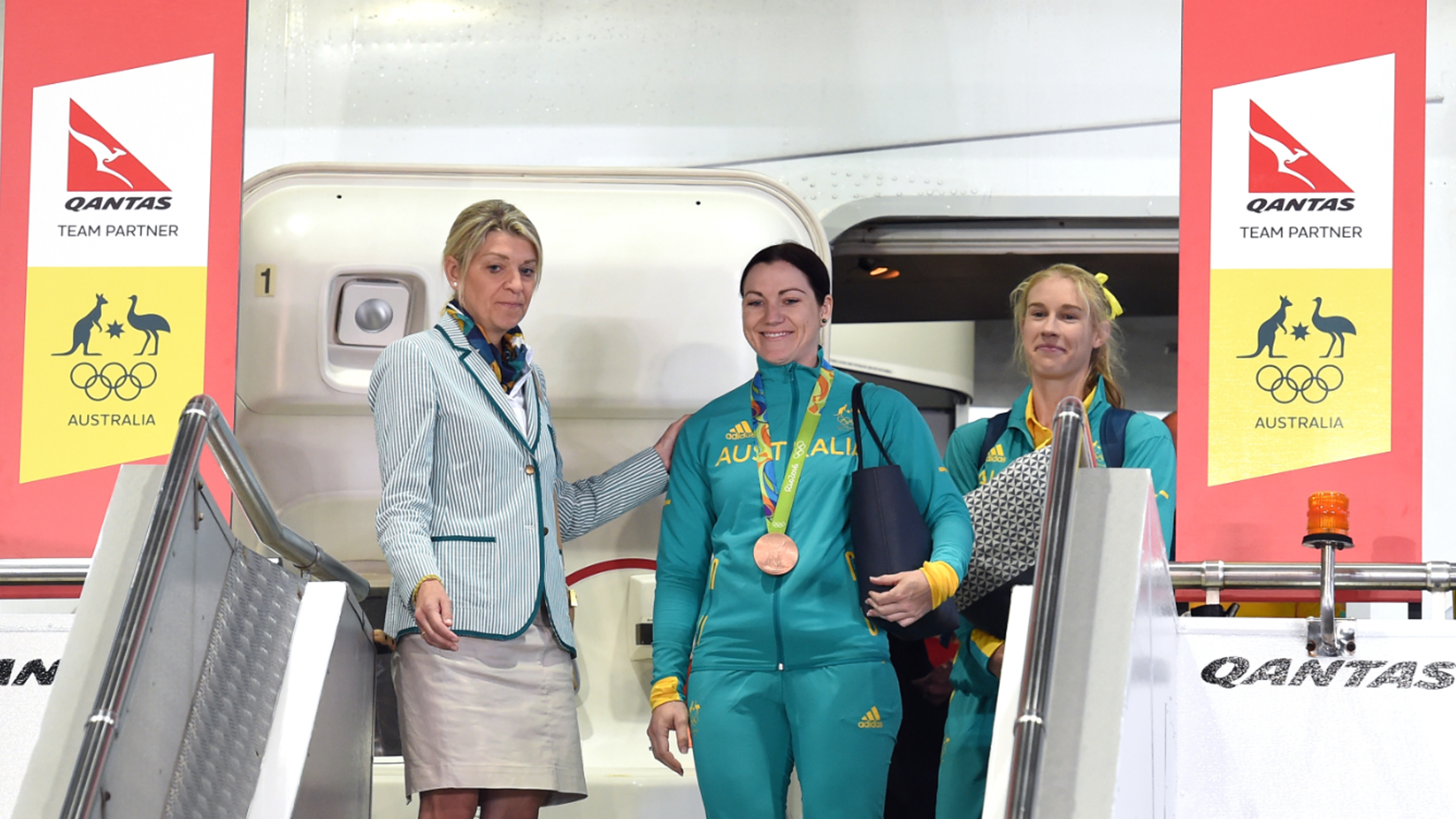 <strong>Australia's Olympic athletes arrived home from Rio this morning, touching down to a cheering crowd at Sydney Airport. </strong>