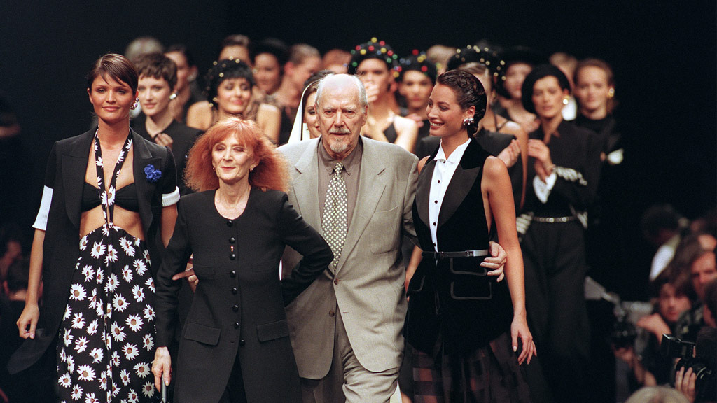 This photo was taken in 1993 and shows Sonia Rykiel flanked by Danish model Helena Christensen, American Christie Turlington and American director Robert Altman. (AFP)