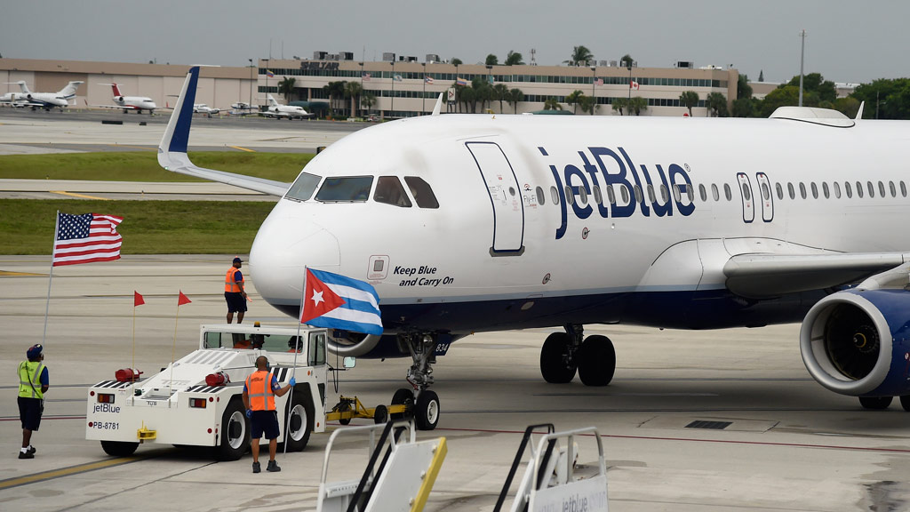 Inaugural commercial US flight lands in Cuba