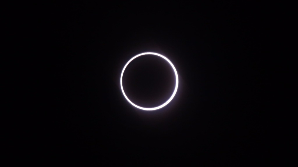 'Ring of Fire' eclipse stuns stargazers in Africa