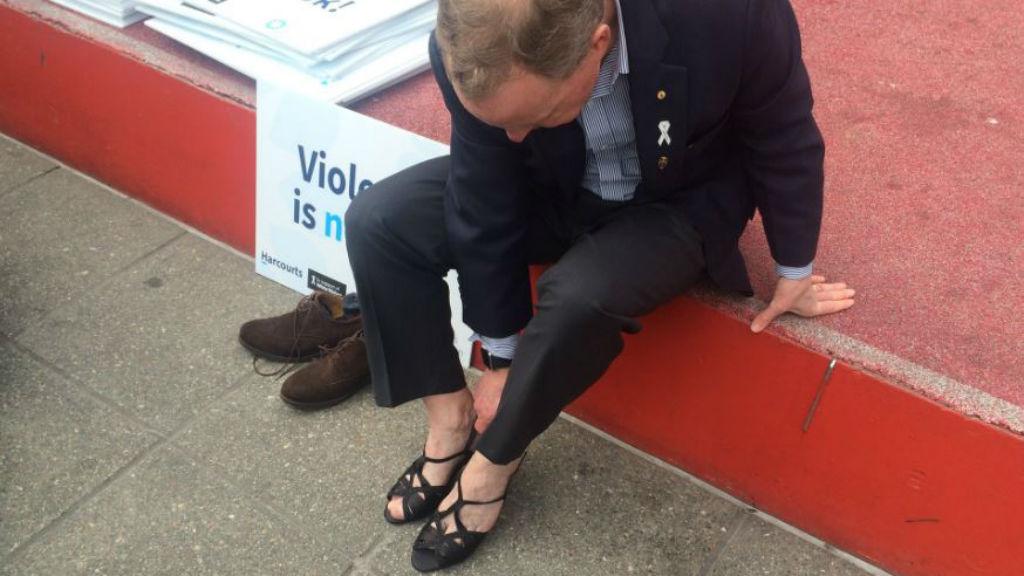 Australian of the Year, retired Lieutenant General David Morrison putting on his heels. (9NEWS)