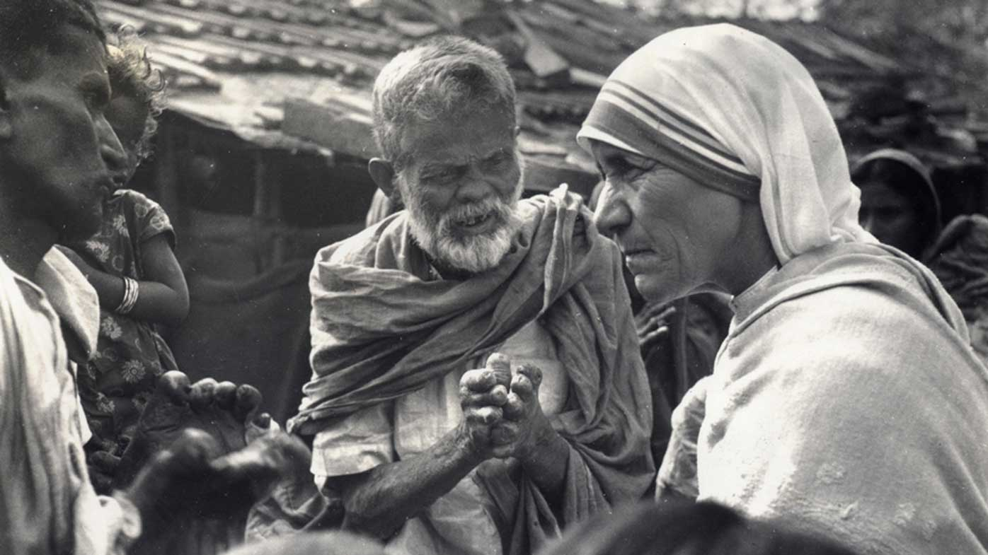 Mother Teresa talks with patients at a leprosy clinic in the 1960s. (AAP)