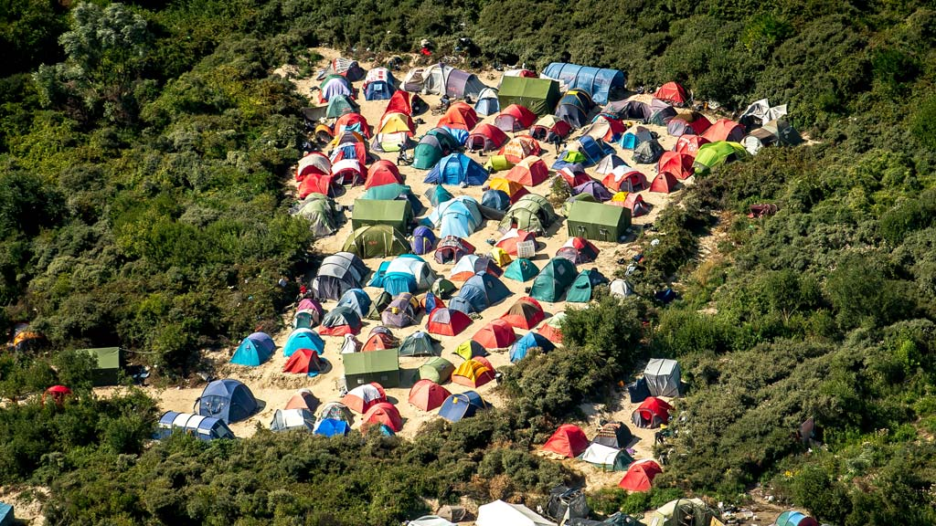 France's 'Jungle' migrant camp to be closed 'in stages'