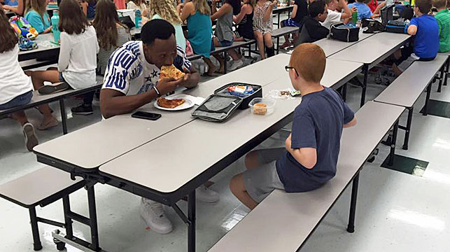 The photo that started it all - Travis and Bo pictured having lunch together. (Leah Paske/Facebook)
