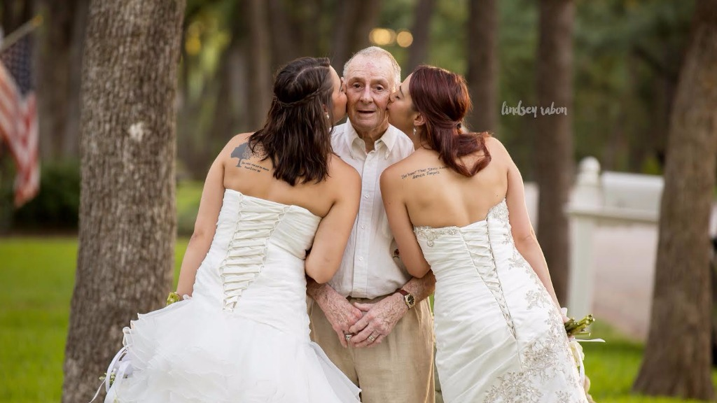 Unmarried US twin sisters take wedding photographs with their ailing father