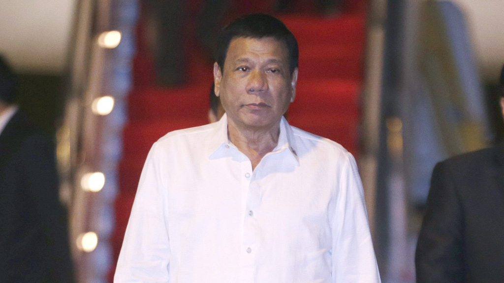 Philippines President Rodrigo Duterte said he would swear at Mr Obama if he questioned the nation's extrajudicial killings. (AAP)