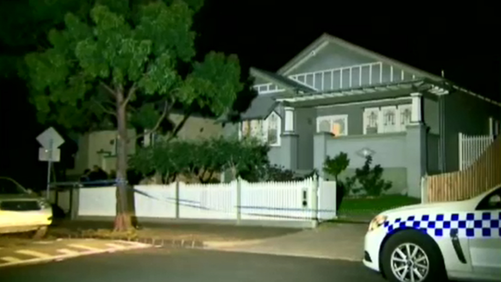 Gunmen on run after allegedly shooting man during Melbourne home invasion