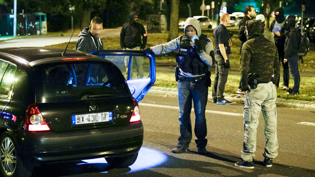 Policemen look at a car near a building in Boussy-Saint-Antoine south of Paris on September 8, 2016 where female suspects, said to have been planning new acts of violence, were arrested. (AFP)