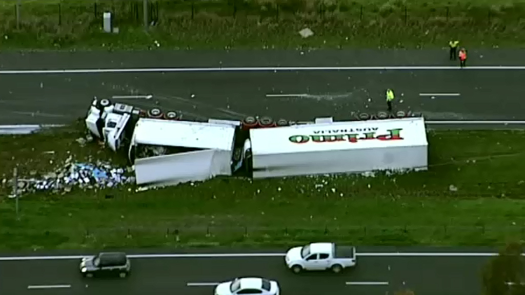 Truck rollover causes early morning traffic chaos on Sydney's M7