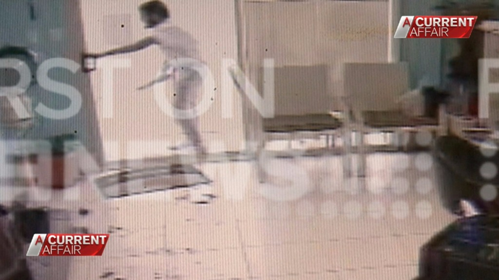 The man then forces his way into the salon. (9NEWS)