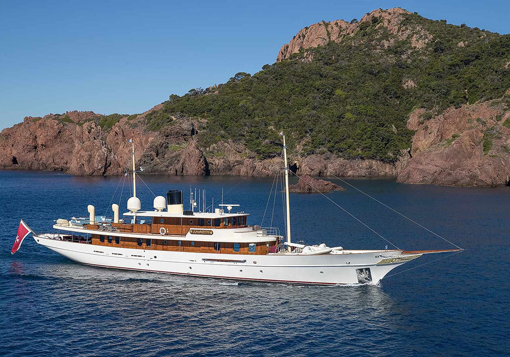 JK Rowlings 26m Yacht With Interiors Designed By Johnny Depp Is Up For Sale