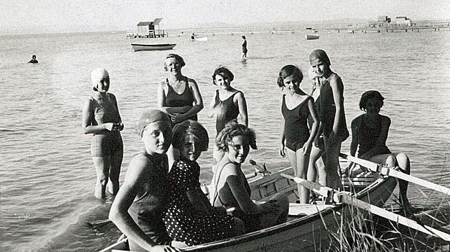 """Jane Haining and """"her"""" girls have fun at Lake Balaton where summer holidays were spent in a rented villa. (Church of Scotland/Facebook)"""