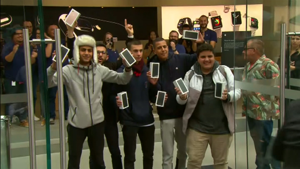 After two days of waiting the boys exited the store with their new phones, all smiles. (9NEWS)