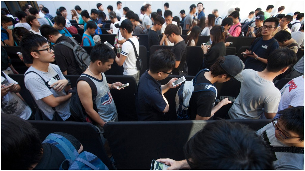 Customers queue up outside the Apple store in Hong Kong's Causeway Bay district. (AAP)
