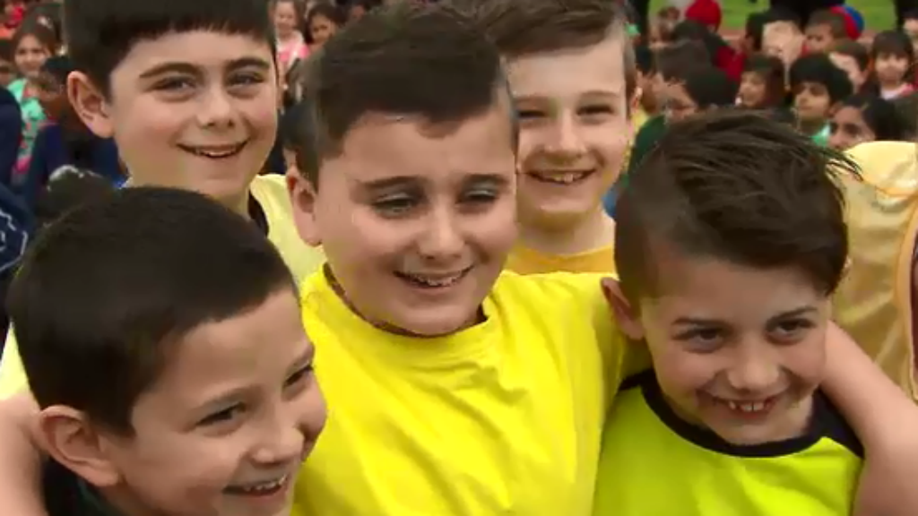 Zach was all smiles with his colour coordinated friends. (9NEWS)