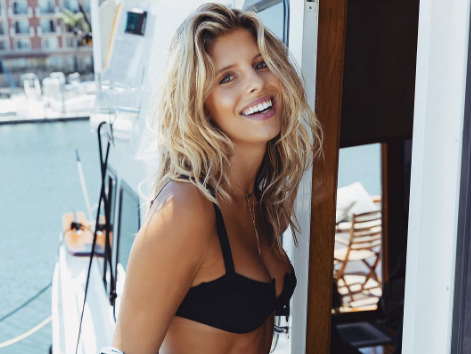 Tash Oakley knows how to get her glow on. Image: Instagram/@tashoakley