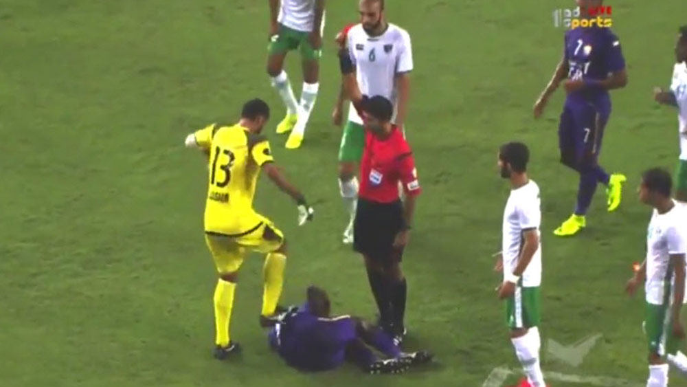 Football: Goalkeeper makes sure of red card with violent stomp