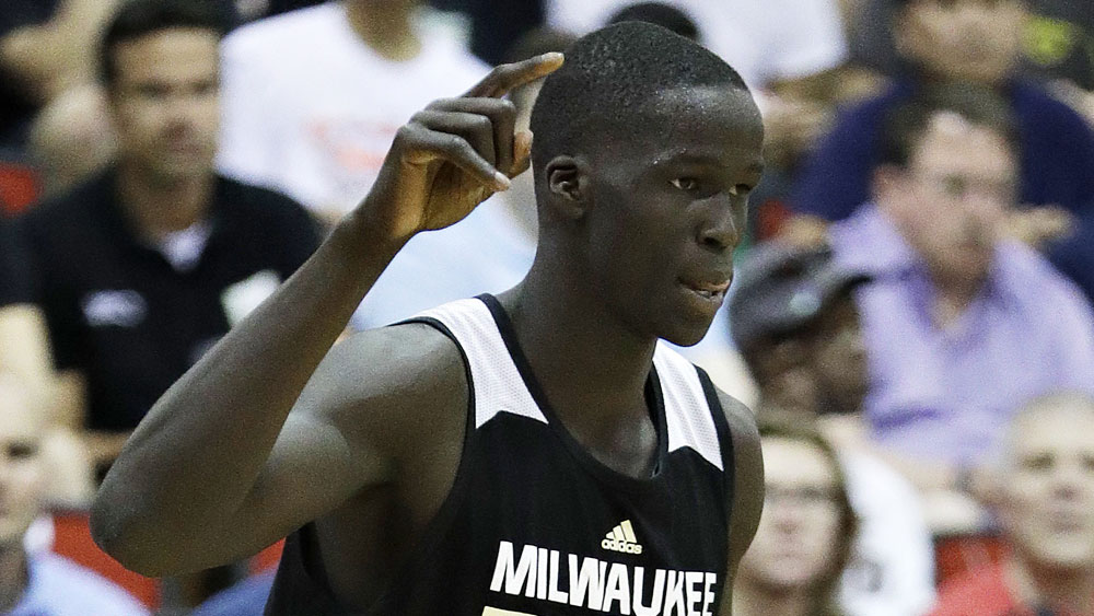 Thon Maker injures wrist at Bucks training