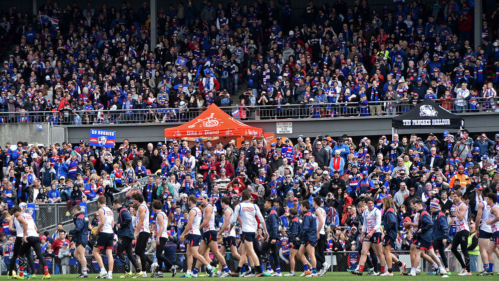 AFL: Bulldogs fans turn out in droves for training session