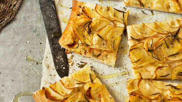 "<a href=""http://kitchen.nine.com.au/2016/05/16/11/23/potato-and-rosemary-pizza"" target=""_top"">Potato and rosemary pizza</a>"
