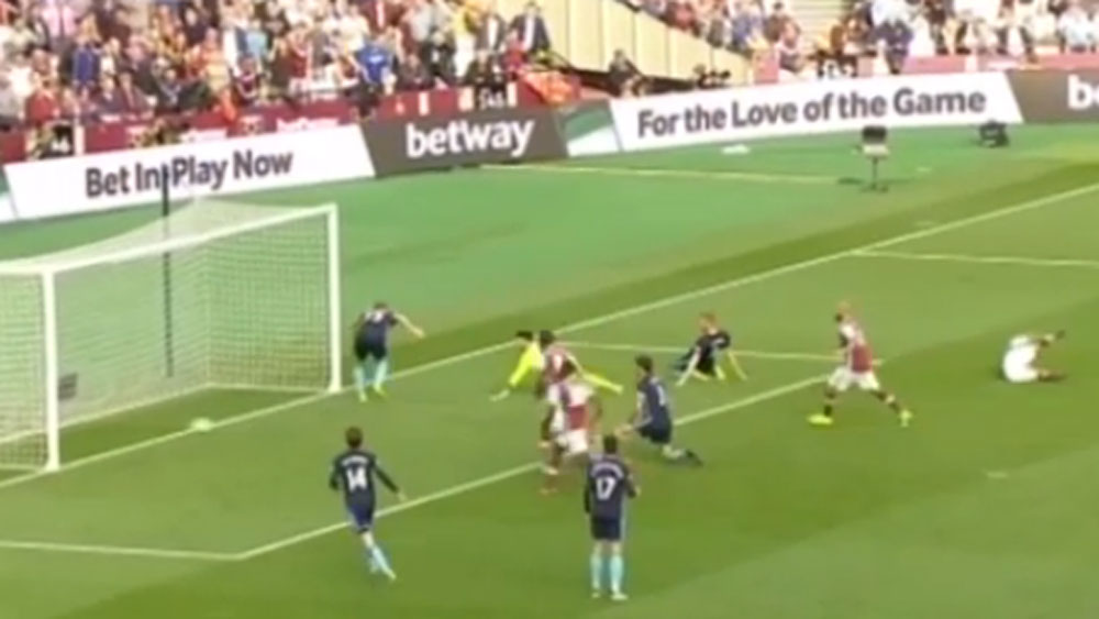 Hammers' Payet scores stunning equaliser